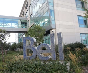 Le siège social de Bell Canada, dans l'arrondissement Verdun, à Montréal. La majorité des dirigeants de Bell sont localisés à Toronto.