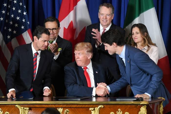 Les É.-U. de Donald Trump (au centre) ont renégocié l'accord qui régulait les relations commerciales avec le Canada de Justin Trudeau (à sa droite) et le Mexique depuis 1994. Ici, la cérémonie de signature de la nouvelle entente, en novembre 2018, en Argentine.