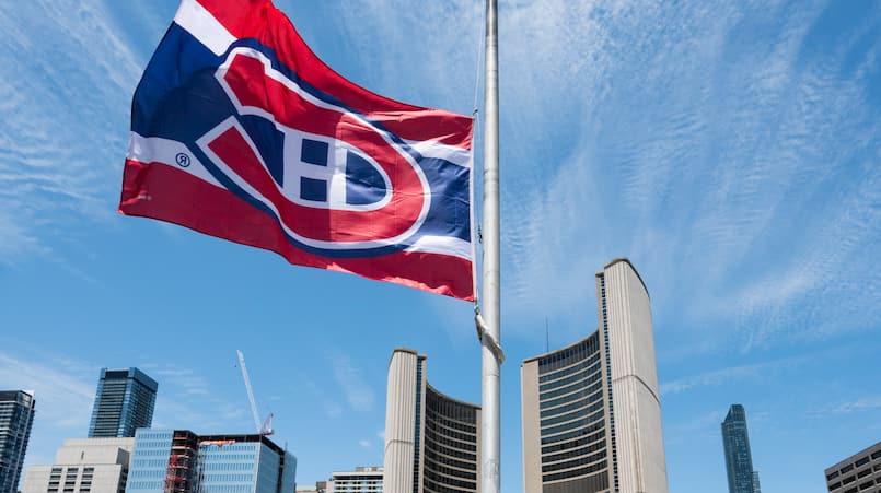 Les couleurs du Canadien flottent à Toronto