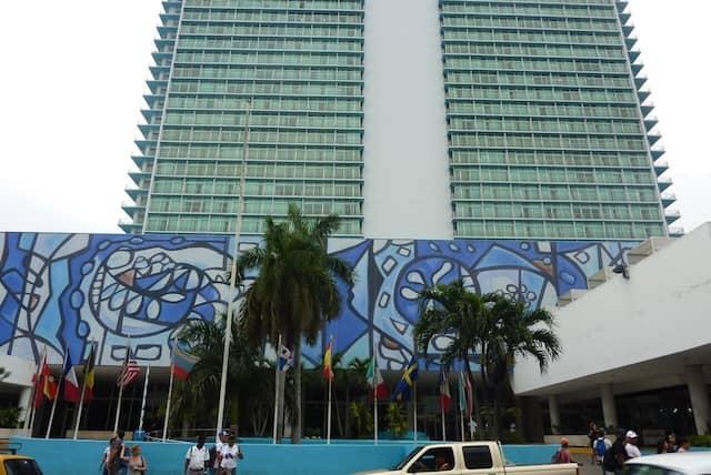L'entrée du mythique hôtel Habana Libre.