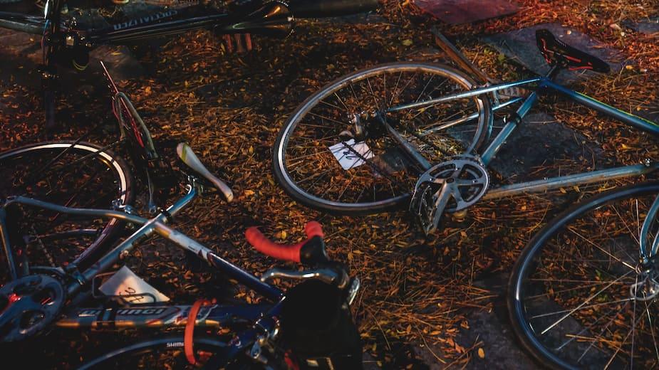 On retrouve des vélos de tout genre à la Course des Morts, autant des bolides haut de gamme que de vieilles bécanes.