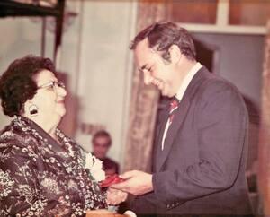 Le 17 octobre 1979, Mary Two-Axe Early reçoit le Prix du Gouverneur général pour l'Affaire «personne», attribué chaque année à cinq personnes qui ont contribué à faire progresser la cause de l'égalité des femmes et des filles au Canada.