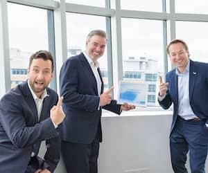 Le président et chef de la direction, Frédéric Dugré (au centre), en compagnie du chef des opérations, Guillaume Clairet (à gauche), et du chef de la direction financière, Marc Blanchet.