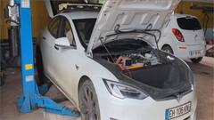 Trois-Rivières: à la rescousse des autos électriques en panne dans le monde