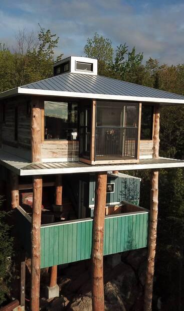 Image principale de l'article Un Airbnb dans les arbres à louer en Outaouais