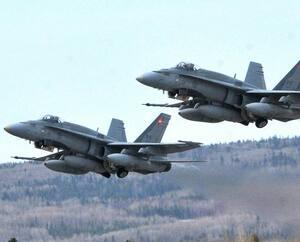 Deux CF-18.