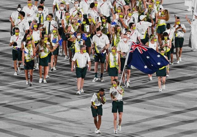 La délégation australienne défile dans le Stade.