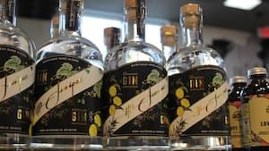 La bouteille de 750 ml, disponible notamment au marché Métro Marciano sur la rue Bélanger dans l'arrondissement de Rosemont--La-Petite Patrie, est en vente depuis mardi le 22 septembre 2020 au prix de 24,95$. 22 septembre 2020. GUILLAUME CYR/24 HEURES/AGENCE QMI