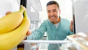 Image principale de l'article Des hommes se masturbent avec des peaux de bananes