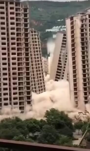 Image principale de l'article 15 tours d'habitation détruites en 45 secondes