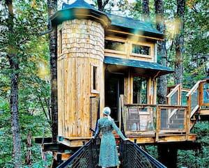 Image principale de l'article 6 minichalets de contes de fées à louer en forêt