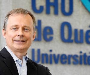 Le Dr Stéphane Bergeron, directeur des services professionnels au CHU de Québec, confirme que 67 employés sont en isolement à cause de la COVID-19 au sein des hôpitaux du CHU.