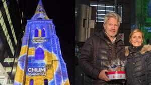 Image principale de l'article Le CHUM illumine un clocher de Montréal