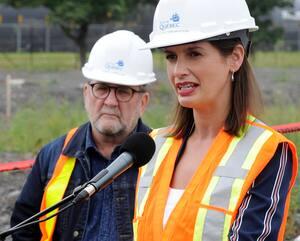 Le maire de Québec, Régis Labeaume, et la vice-première ministre du Québec, Geneviève Guilbault