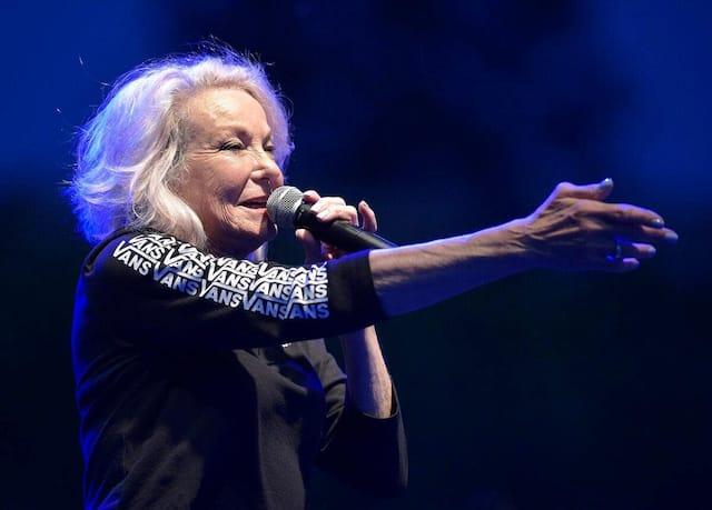 Marjo a démontré à nouveau, vendredi, même dans un spectacle en mode ciné-parc, qu'elle pouvait être rassembleuse et faire chanter les gens.