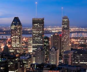 Les Trois plus Haut édifices de Montréal au crépuscule