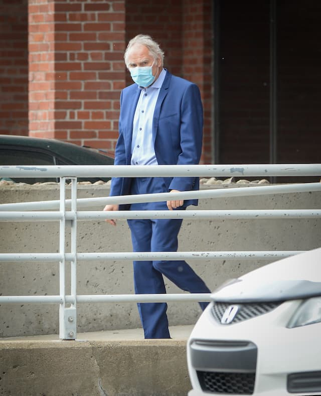 Le producteur Luc Wiseman, après son interrogatoire policier vendredi au Centre opérationnel Sud, à Montréal.