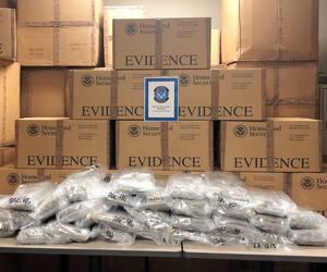 Plus de 500 kg de marijuana dans des boîtes de carton à l'intérieur d'un camion transportant supposément des meubles, saisis le 17 août sur un pont reliant l'Ontario au Michigan.