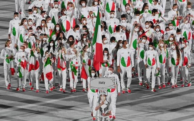 La délégation italienne fait son entrée.