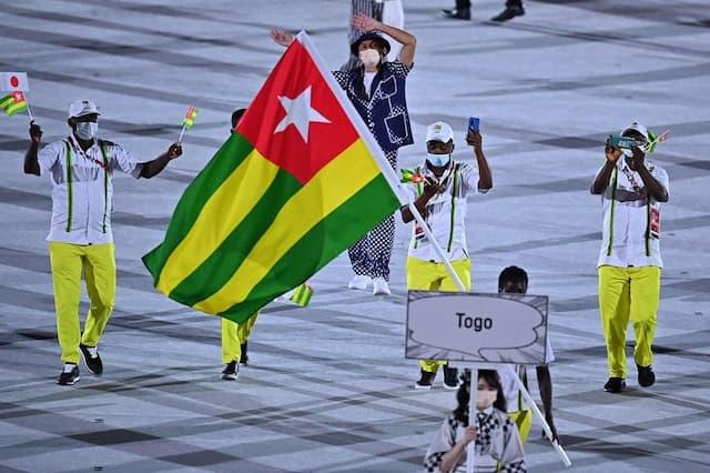 La délégation du Togo se joint à la cérémonie d'ouverture.