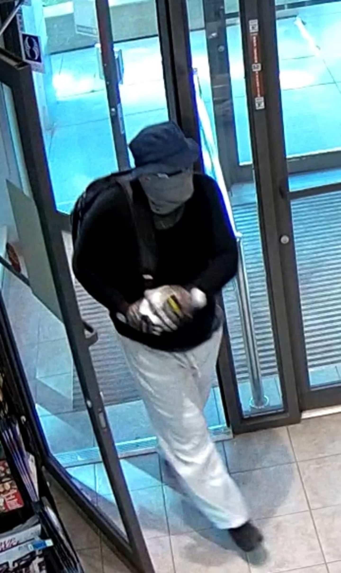 Des photos des suspects du vol qualifié dans une pharmacie dévoilées