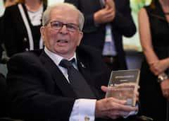 Un minute de silence en mémoire de Maurice Tanguay au Salon bleu
