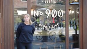La propriétaire de la Pizzéria NO.900 de la rue Bernard, Mélanie Mailhiot.