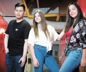 Jimmy Lam, Jasmine Trudel Valcour (centre) et Mylie-Anne Laurin Quezada, photographiés au Cégep du Vieux-Montréal, où ils ont partagé une case cette année.