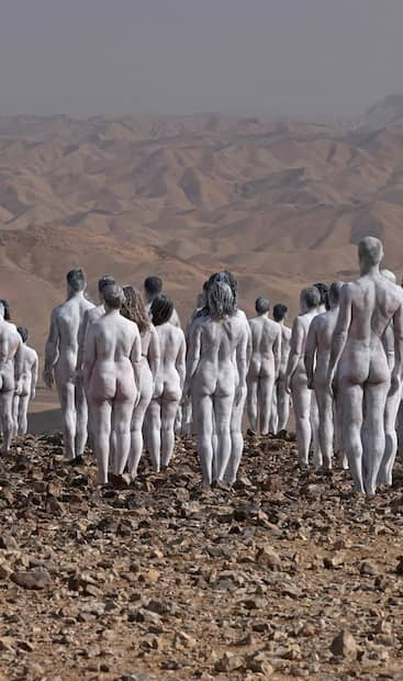 Image principale de l'article 200 personnes posent nues près de la mer Morte