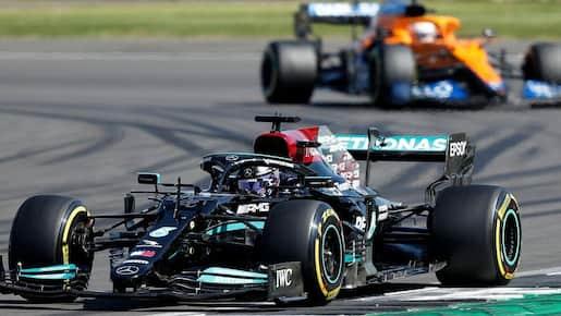 Lewis Hamilton sort Max Verstappen et l'emporte