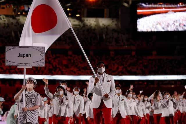 Les athlètes du pays hôte des JO font leur entrée au Stade olympique de Tokyo.