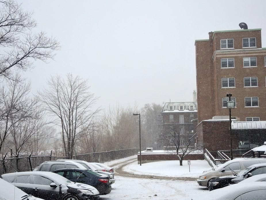 Le Centre de soins prolongés Grace Dart est situé à quelques mètres du port de Montréal et de l'éventuel prolongement du boulevard L'Assomption.