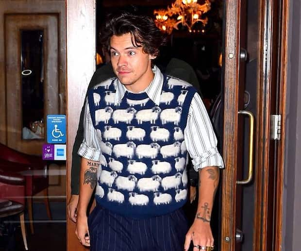 Image principale de l'article Harry Styles ramène ce vêtement controversé
