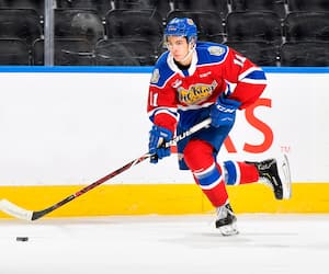L'attaquant Dylan Guenther a pris la décision d'aller jouer dans la Ligue junior de l'Alberta (AJHL) en attendant que la saison de la Ligue de l'Ouest (WHL) débute.