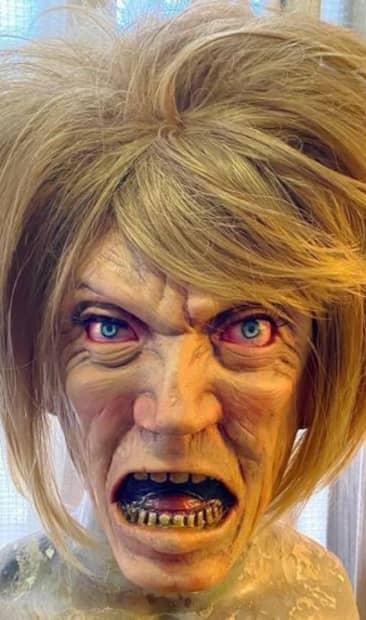 Image principale de l'article Un artiste crée un masque «Karen» pour l'Halloween