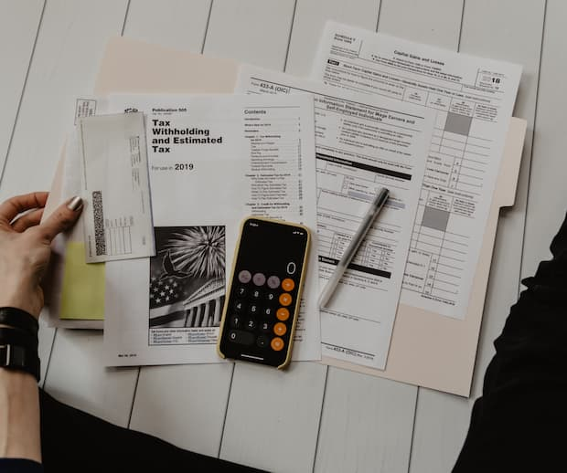 Image principale de l'article Rembourser un prêt étudiant ou épargner?