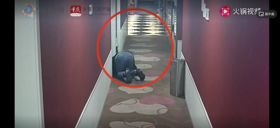 Un homme espionnait les clients d'un hôtel de Chongqing.