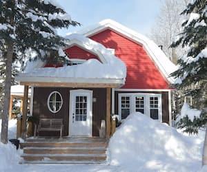 Image principale de l'article 7 chalets avec spa et foyer à louer près de Québec