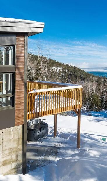 Image principale de l'article 7 Airbnb avec spa et foyer à louer près de Québec