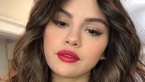 Image principale de l'article Selena Gomez ose la même coupe que Miley