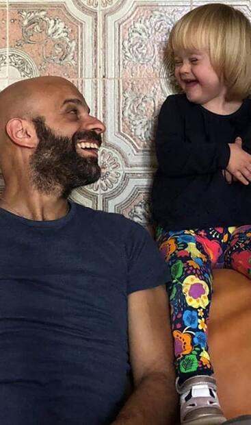 Luca Trapanese a adopté la petite Alba en 2017. Elle est aujourd'hui âgée de 2 ans.