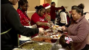 Image principale de l'article Une église et une mosquée offrent le repas de Noël