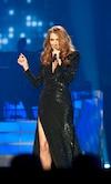 Céline enchaînera les spectacles tout l'été avant de peaufiner ses deux albums, dont la sortie est prévue à l'automne.