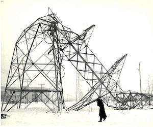 La crise du verglas survenue en janvier 1998 a privé d'électricité des centaines de milliers de Québécois. Il s'agit toujours du sinistre le plus coûteux au Canada pour les assureurs, qui ont versé près de 1,5 milliard de dollars d'indemnités.
