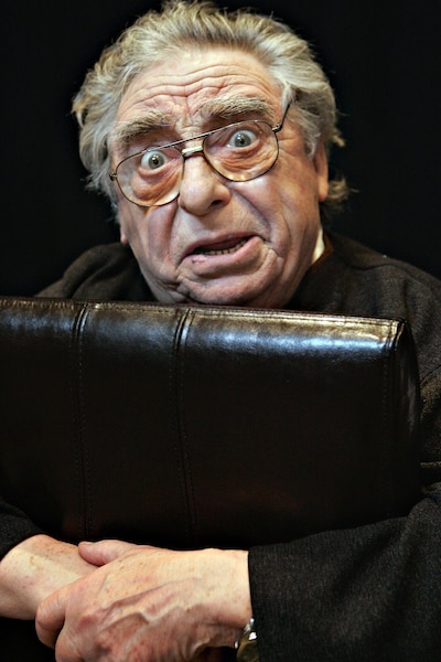 Adaptation de la pièce Couple ouvert à deux battants -Le comédien Paul Buissonneau est décédé dans la nuit de dimanche, à l'âge de 87 ans.
