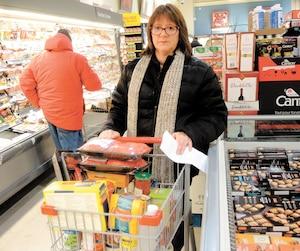 Denise Marchand a un peu plus de flexibilité maintenant que ses trois enfants ont quitté la maison, même si elle s'en tient toujours à sa liste lorsqu'elle va à l'épicerie.
