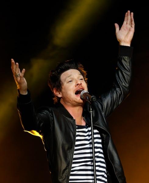 Le chanteur Yann Perreau pendant le spectacle de la fête nationale sur les plaines d'Abraham.