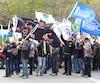 Des centaines de travailleurs et de travailleuses de la construction ont sillonné les rues de Québec, jeudi matin, tout en réclamant de meilleures conditions de travail notamment en ce qui concerne la conciliation travail et famille.