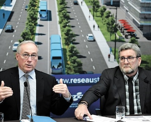 En conférence de presse, lundi, le président du RTC, Rémy Normand, et le maire de Québec, Régis Labeaume, ont insisté sur le fait que les routes ne peuvent pas accueillir 19 500 déplacements en voiture de plus d'ici 2041. Le réseau structurant permettra d'atténuer de moitié cette hausse.
