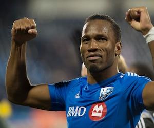 Didier Drogba célèbre la victoire du Bleu-Blanc-Noir lors du match de barrage opposant l'Impact de Montréal au Toronto FC au stade Saputo.